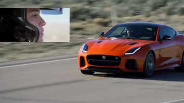 Michelle Rodriguez conduciendo jaguar F-TYPE SVR