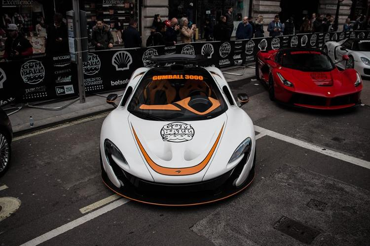 fotos de los mejores coches de la gumball 3000 en londres. Black Bedroom Furniture Sets. Home Design Ideas