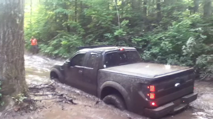 ford-raptor-video-barro
